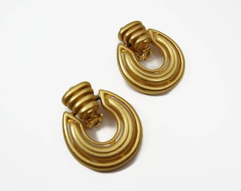 80s Designer Erwin Pearl Door Knocker Earrings, Matte Gold Tone, Clip On Earrings, Vintage Jewelry