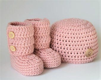 Crochet Baby Hat and Booties Set- baby shower- baby gift- crochet accesory