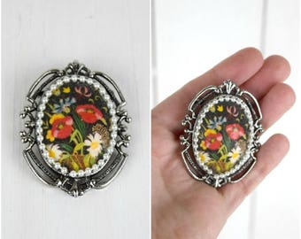 Summer Sale Vintage black floral and silver brooch with a pearl border / bohemian pin