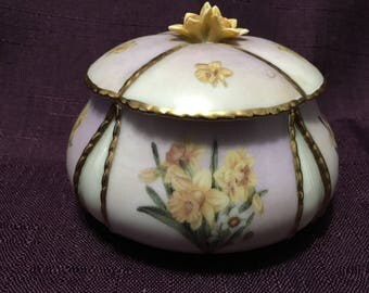 "Garden Treasures Trinket Box Lena Liu - Daffodils - Bradford Exchange - "" Spring "" Music Box - USA Shipping is on Us at Everything Vintage!"