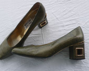 Vintage Timothy Hitsman olive green leather 60s 70s court shoes with cut out block heel and gilt trim uk 6 , US 8.5