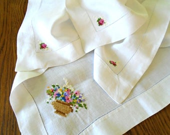 Sweet Vintage Cotton Tablecloth / Chunky Hand Embroidery / Flower Embroidery / Cross Stitch Embroidery / Tea Party / Garden Party / Picnic