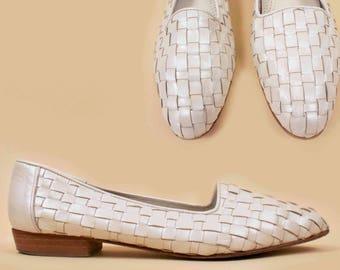 80s 90s Vtg Pearl White Genuine Leather Italian WOVEN Pointed Flats  / Minimalist Chic Slip On Low Heel sz 10 9.5 Eu 41 42