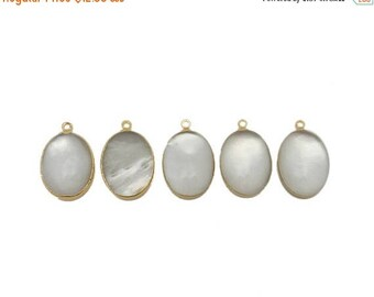 10% off Labor Day Pearl Oval Pendant with Electroplated 24k Gold Edge (S96B16-18)