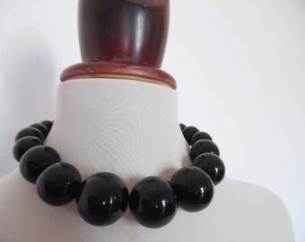 SALE :)) BOULES NOIRES . Massive 80s Rockabilly Mod Round Sphere Ball Bubble Bobble Beads Vintage Necklace Pinup Black Graduated
