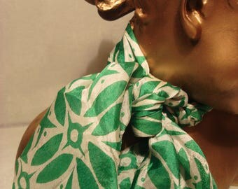 Vintage 1980s Green and White Starlight Scarf