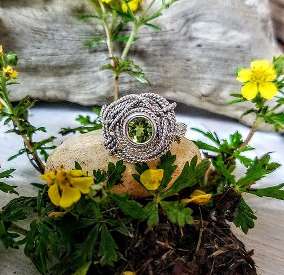 Natural Peridot  Gemstone Argentium Silver Twist Wire Ring Size 8.0