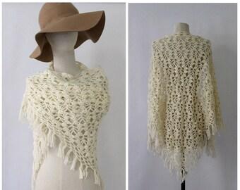 1970s wool  SHAWL ivoire triangle fringe medium crochet handmade