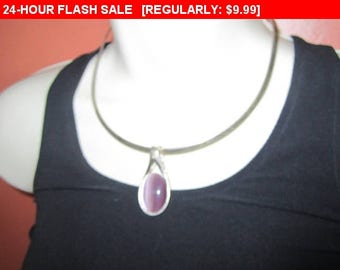 Vintage silvertone collar necklace with pendant