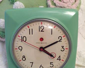 Vintage General Electric Clock * Jadite Deco Look