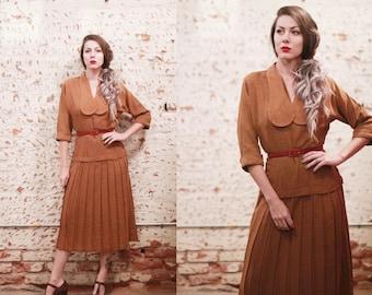 Vintage 1940s 50s small Vicky Vaughn Juniors midi dress - 3/4 sleeve shoulder pads - tan / mustard yellow gold - drop waist - pleated