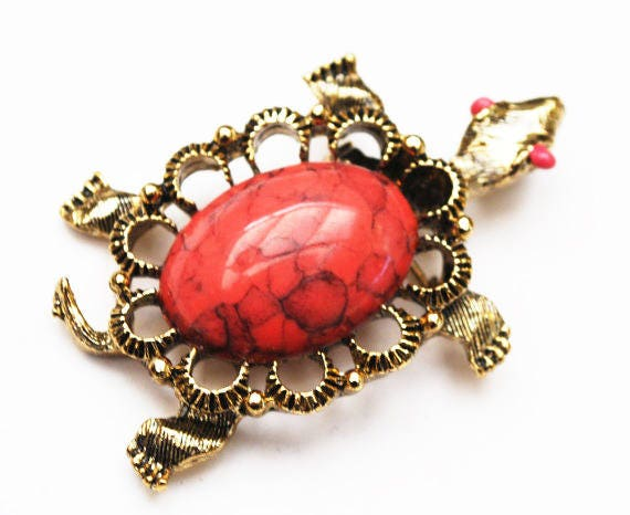 Turtle Brooch - Signed Gerrys - Coral pink Cabochon  - Yellow gold - Figurine pin