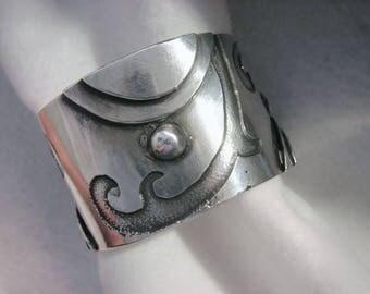 OOAK Vintage BRUTALIST Cuff Bracelet -- WEIGHTY 71 Grams, Hand-Wrought,