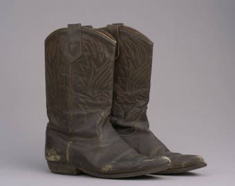 Vintage Well-Worn Brown Leather Cowboy Boots / Size 8.5
