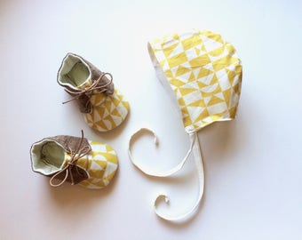 Organic Baby Bonnet  Reversible Brimless Bonnet  Baby Gift with Geometric Yellow and Cream