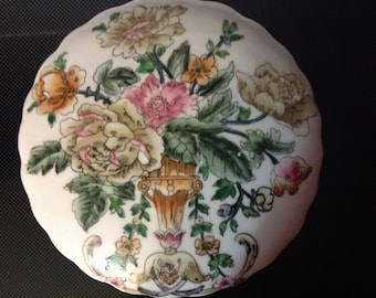 Vintage Powder / Trinket Box  Floral Design Made In China Marked A5-013