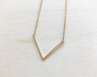 Delicate V necklace, Minimal everyday geometric necklace, dainty jewelry