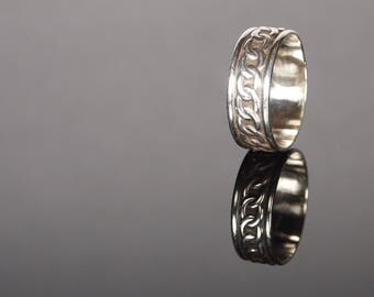 Celtic chain design simple band, Sterling silver.