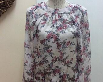 Stunning Lightweight floral longsleeved blouse
