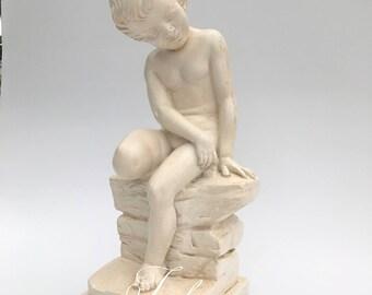 Girl statue sitting on stone Skate 36 X 13 Cm