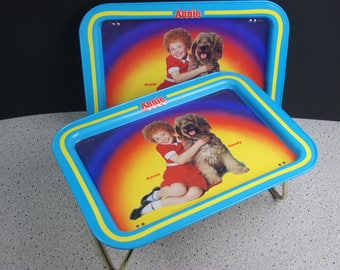 Set of 2 Annie Metal TV Trays with Legs from 1981 by Tribune Company - Annie and Sandy