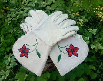 Vintage Fringe Native American Beaded Leather Gauntlet Gloves Sz. 6.5