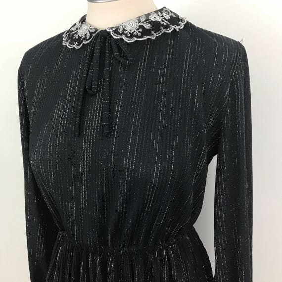 Vintage dress plisse silver sparkle stretch polyester pleated skirt UK 8 bow neck tie long sleeve vintage lace collar scooter girl geek