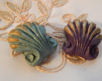 Shell Design - Vintage Button 2 Different Colors