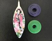 "Tatting Shuttle, ""Geisha"" With Two Bobbins (Purple and Bush Green)"