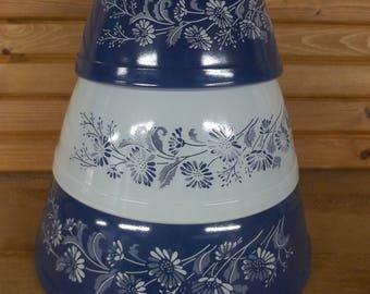 Pyrex nesting bowls by Corning