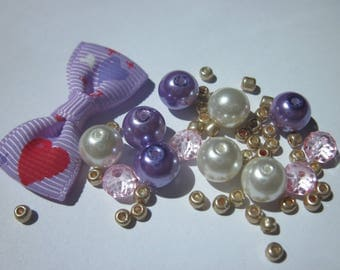 12 round glass beads, 1 bow fabric and seed beads (D70)