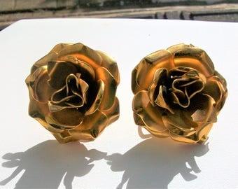 Vintage Marino Gold Tone Rose Bud Flowers Roses Screw Back Clip On Earrings
