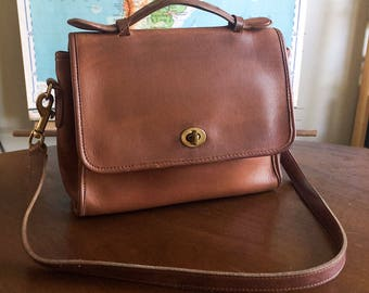 Cute Brown Vintage Coach Court Leather Crossbody Bag - Nice Condition