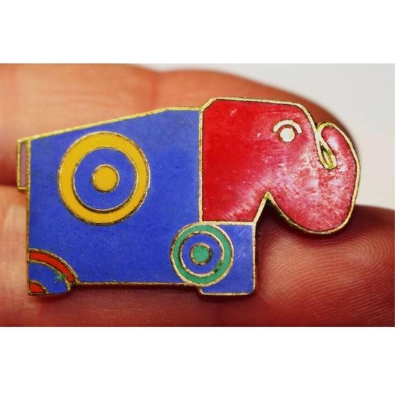 "Vintage Nusantara ""Un too Us"" signed RRH Color Blocked 80's Elephant brooch Enamel & goldtone Pin"