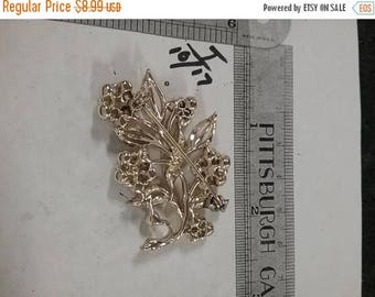 10% OFF 3 day sale Vintage  Goldtone rhinestone  brooch
