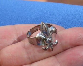 Retro Fleur De Lis Metal Adjustable Ring Flaking TLC