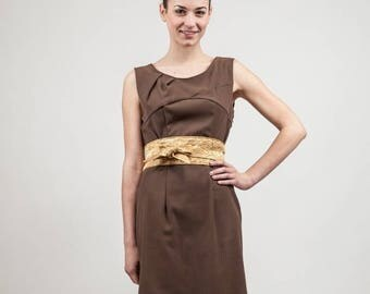 Brown dress with cut-out chest, pleated neckline and belt