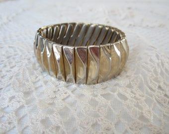 VINTAGE  Crown Trifari Expandable Link Gold Tone Bracelet
