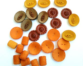 lot 29 vintage buttons made in Italy, 1960