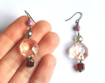 Boucles d'oreilles pendantes en perles de verre pastel et fil de fer noir