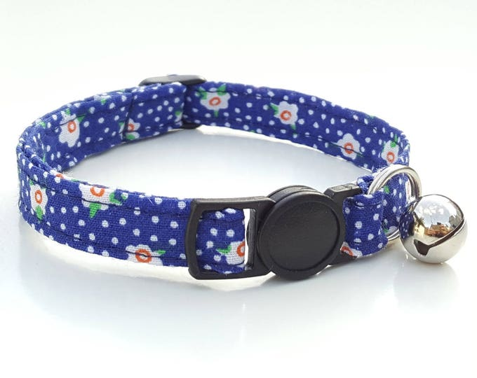 Navy daisy with quick release clasp