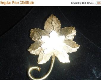 ROGET gold tone brooch  MAPLE LEAF