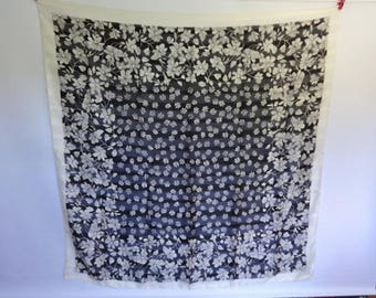 "Large Vintage Black White Flower Shawl Scarf 118cm x 118cm 46.4"" x46.4"""