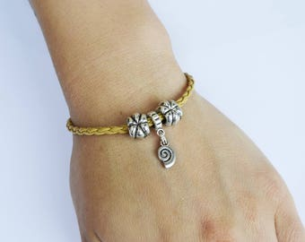 """""""Shell"""" charms leather bracelet"""