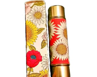 70s DAISY LIPSTICK Case 60s Avon Flower Print Lipstick Tube Gold Bee Lid Floral Hippie Boho Mod Vanity 1960s Cosmetics Makeup Gift Prop NOS