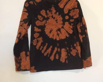 Girls XS 4/5 long sleeve reverse tie dye black and brown tee. Center spiral.