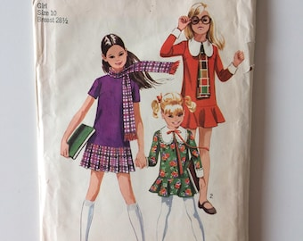 Children vintage sewing pattern, Simplicity 9534, girl size 10, dress with two skirts and scarf, size 10 dress, girl's skirt pattern.