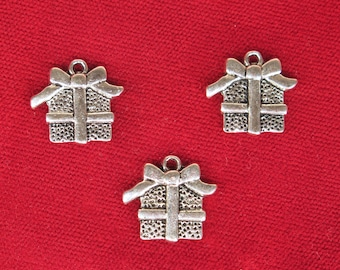 """10pc """"present"""" charms in silver style (BC1356)"""