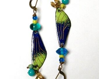 Boucles d'oreilles cuivre émaillé - perles verre - grelots métal doré - bleu - vert - or - bijou artisanal - pièce unique -