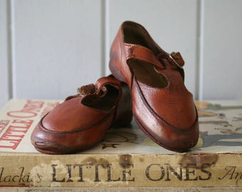 Leather Child's Shoes Brown Leather Toddler Girl Mary Janes Photography Prop Period Costume Prop Baby Shoes